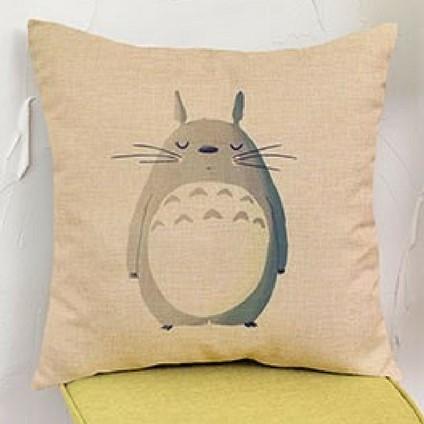 Taie-doreiller-Totoro-effacé-fermant-les-yeux-45-45cm